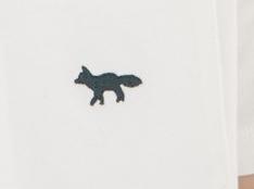 引用: https://shop.kitsune.fr/man/spring-summer-collection/t-shirts-polos.html#/product/tee-shirt-fox-embroidered-white