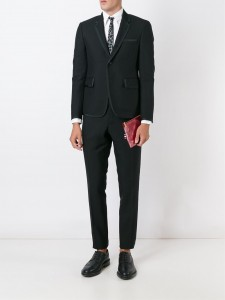 引用:https://www.farfetch.com/jp/shopping/men/thom-browne---item-11598650.aspx?storeid=9306&from=1&rnkdmnly=1&ffref=lp_pic_2_4_