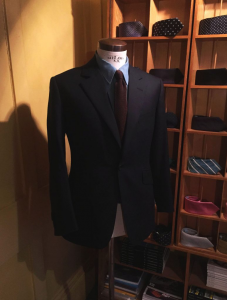 引用: http://timothyeverest.co.uk/dermot-oleary-wears-bespoke/