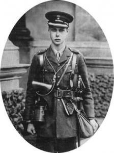 引用: https://commons.wikimedia.org/wiki/File:Edward_V111_circa1915.jpg