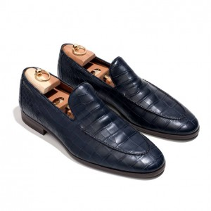 (引用: https://www.loropiana.com/jp/eshop/シューズ-city-loafer-walk-crocodile/p-FAF2363)