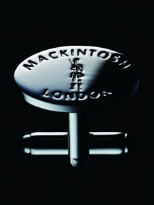 引用:http://www.mackintosh-london.com/news/assets_c/2016/10/London%20badge%26buttonM106ok%E8%BB%BD-thumb-413x550-13803.jpg