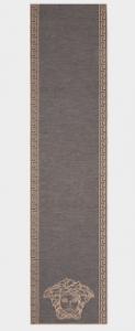 (引用: http://www.versace.com/international/en/men/accessories/foulards-scarves/medusa-head-knitted-scarf-i42d/ISC3003-IK0050_I42D.html?cgid=241300#start=1)