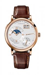 引用:https://www.alange-soehne.com/assets/Timepieces/FrontImage-440x720-px-FrontDetailImage-2320x3600-px/Lange-Grosse-Lange-1-Mondphase-Grand-Lange-1-Moon-phase-Rotgold-pink-gold-139-032-front-72dpi.jpg