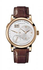 引用:https://www.alange-soehne.com/assets/Timepieces/FrontImage-440x720-px-FrontDetailImage-2320x3600-px/Lange-Lange1-Daymatic-Rotgold-pink-gold-320-032-Zoom-front-72dpi2.jpg