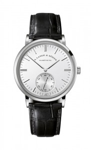 引用:https://www.alange-soehne.com/assets/Timepieces/FrontImage-440x720-px-FrontDetailImage-2320x3600-px/LANGE-SAXONIA-AUTOMATIK-380-027.jpg
