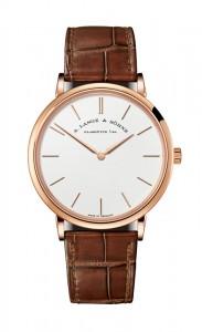 引用:https://www.alange-soehne.com/assets/Timepieces/FrontImage-440x720-px-FrontDetailImage-2320x3600-px/LANGE-SAXONIA-THIN-211-033-front.jpg