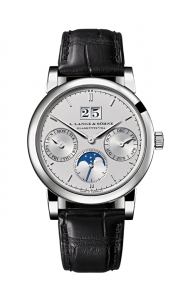 引用:https://www.alange-soehne.com/assets/Timepieces/FrontImage-440x720-px-FrontDetailImage-2320x3600-px/Lange-Saxonia-Jahreskalender-annual-calendar-Platin-platinum-330-025.png