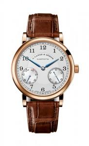 引用:https://www.alange-soehne.com/assets/Timepieces/FrontImage-440x720-px-FrontDetailImage-2320x3600-px/Lange-1815-Auf-Ab-Up-Down-Rotgold-pink-gold-234-032.jpg