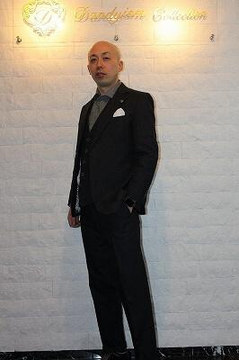 変化を楽しむブラックデニムスーツ