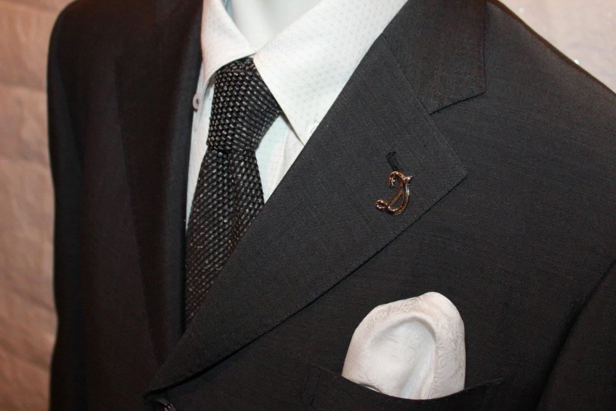 スーツに合わせたVゾーン構築法