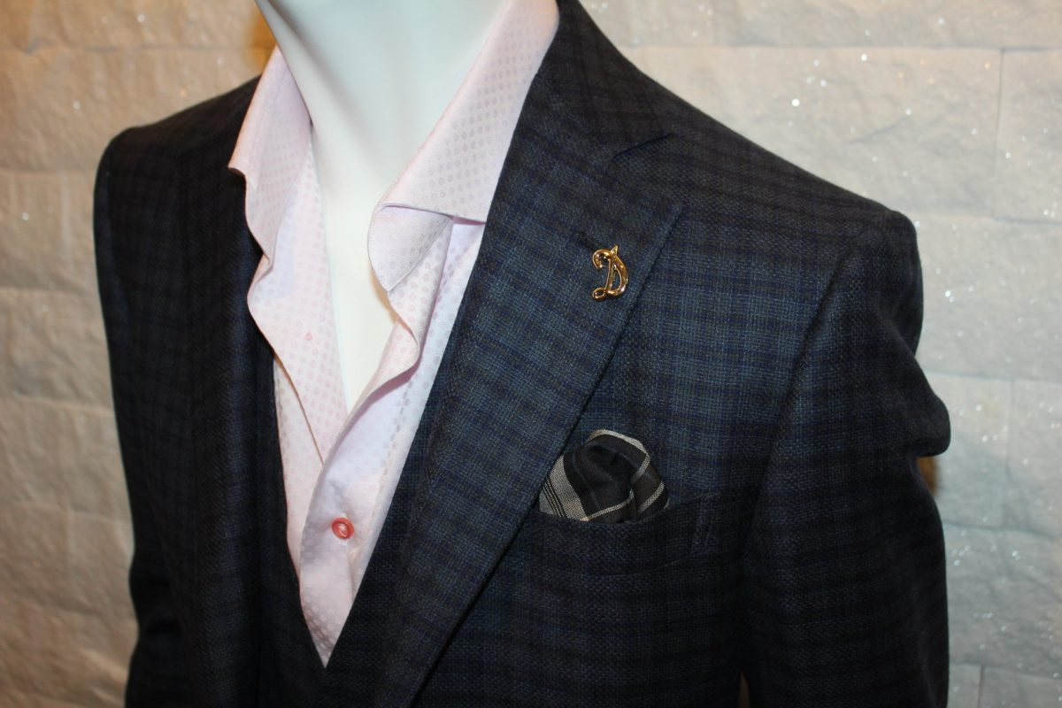 ジャケットを羽織った重さは「肩」で決まります