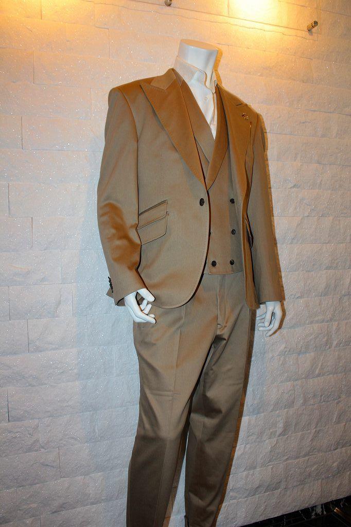 こだわりのデザインとオリジナリティ ストレッチコットンゴールドスーツ