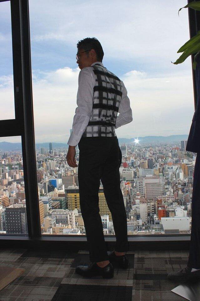 シルク100%裏地を使用したREDA・シルキーエフェクト ブラックスーツ