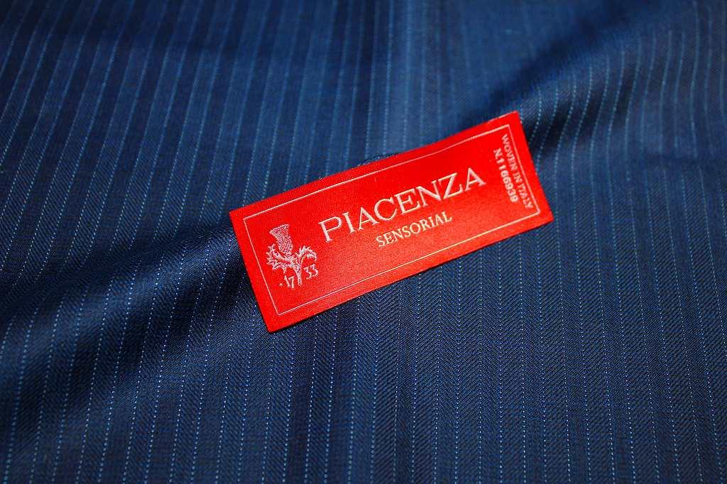 知る人ぞ知る世界最古の老舗生地メーカーピアチェンザのスリーピーススーツ