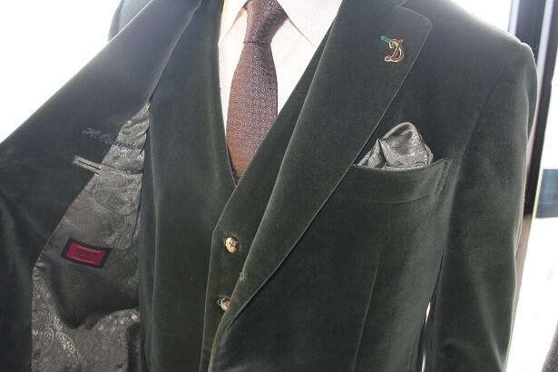 ニーディックのベルベットスーツやベルベットジャケットを着こなすポイントとコーデを紹介