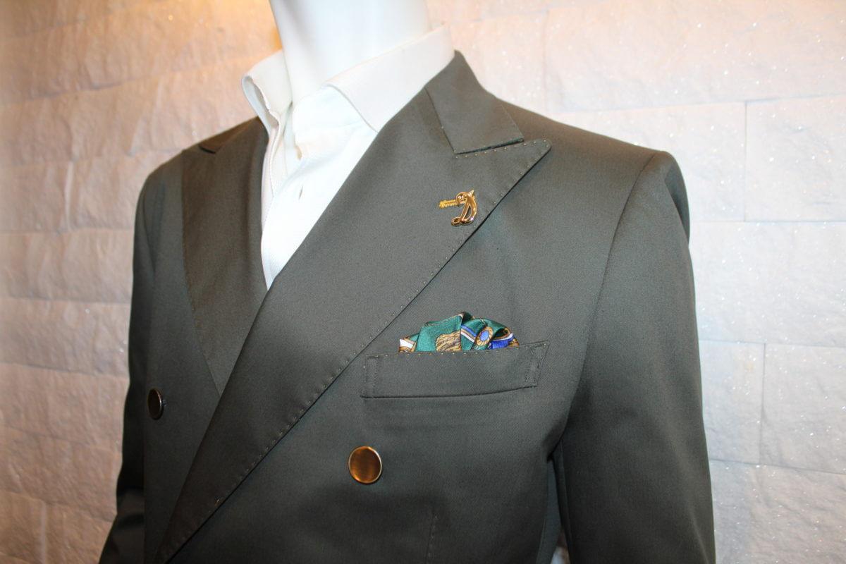コットンスーツの特徴や着こなしからお手入れ方法まで解説します