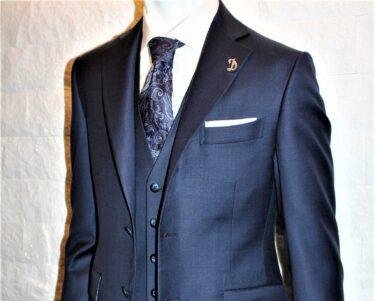 スーツの高級感を演出!光沢のあるスーツの魅力とお仕立て例